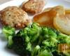 Kieszonki ze schabu z serem, smażone ziemniaki, brokuł.